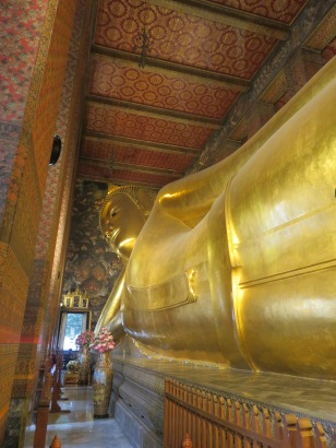 huge reclining Buddha Wat pho Bankok