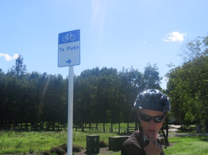we saw lots of Te Puke signs my favourites included Te Puke Bakery, Old Te Puke Cemetery and Te Puke stay in the left hand lane